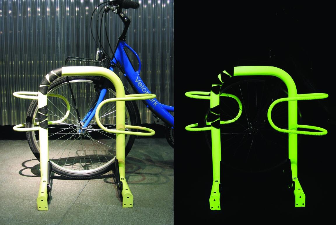 Parcheggio per bici visibile anche di notte