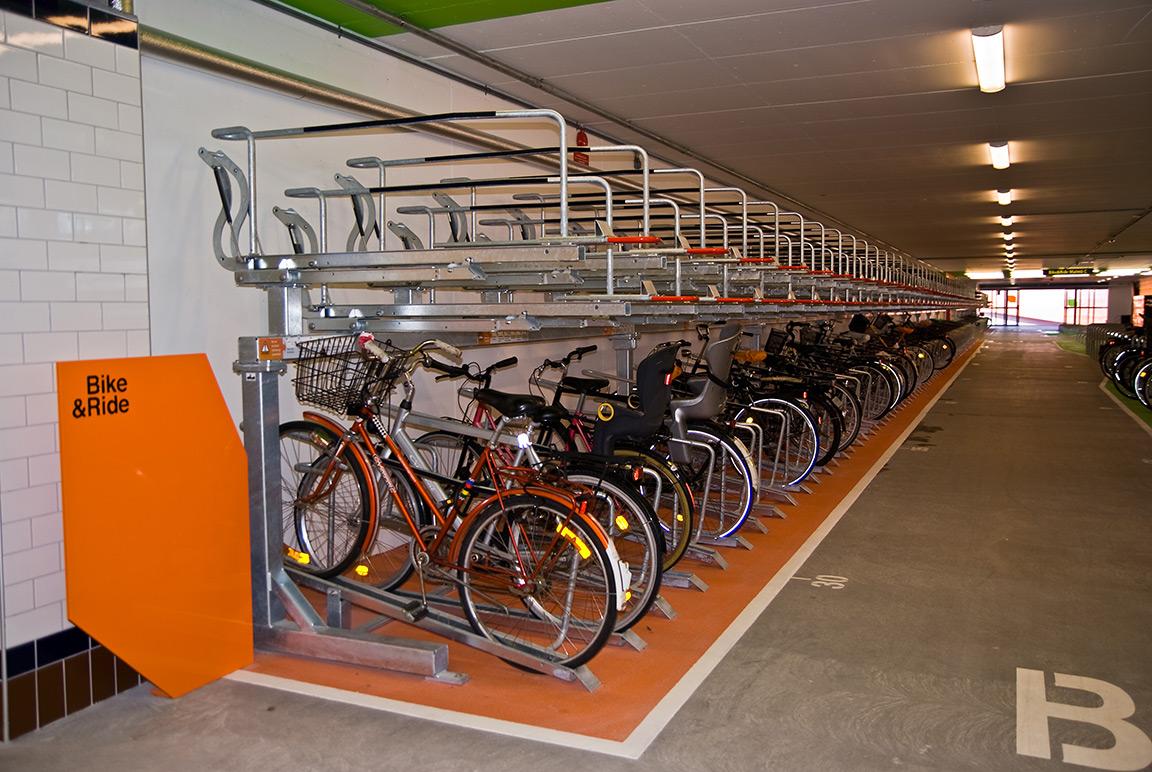 Parcheggi per biciclette a due piani